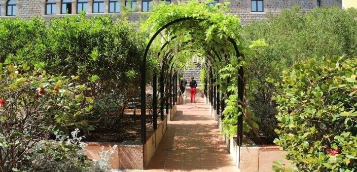 Casa de Convalecencia und Jardins Mercè Rodoreda
