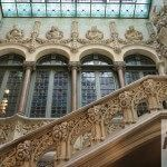 Fenster und monumentale Treppe