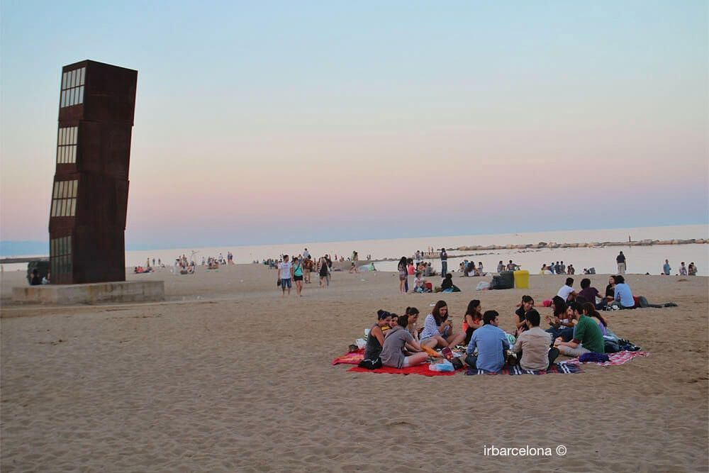 Picknick am Strand in Barcelona