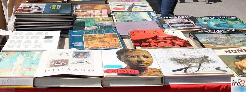 Die Stände mit Büchern über Sankt Georg