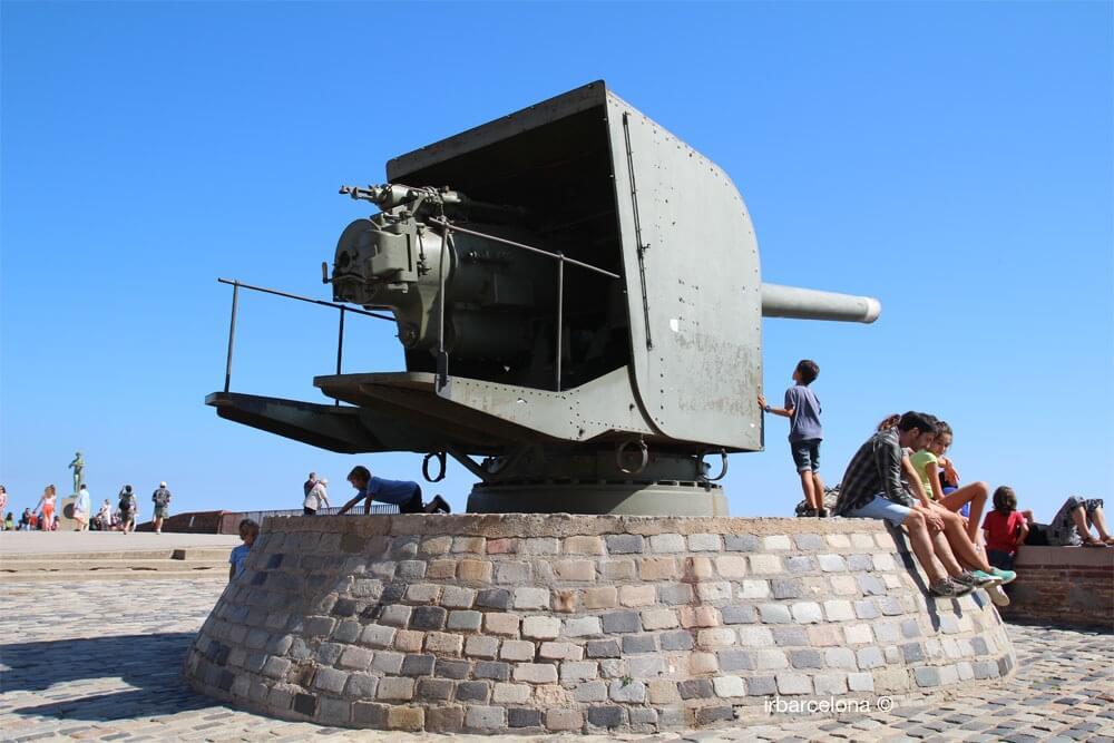 Artillerie in der Castell de Montjuïc