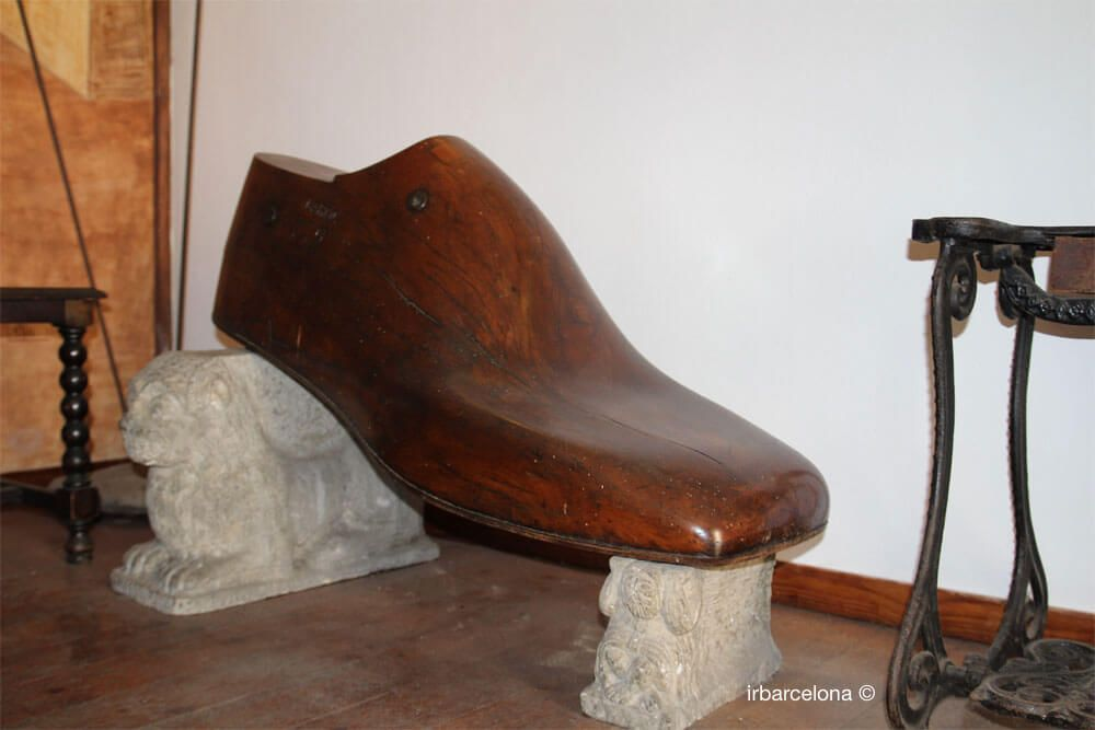 Schuhleisten Kolumbusstatue