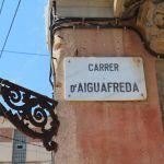 Straßenschild Carrer d'Aiguafreda
